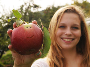 Accent: Girl with apple (300px)